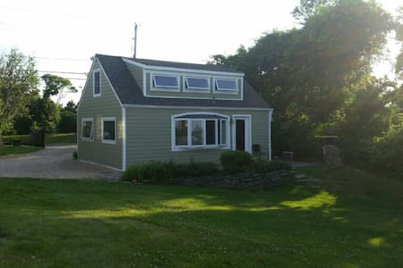 Waterfront 2 acre estate cottage - Montauk