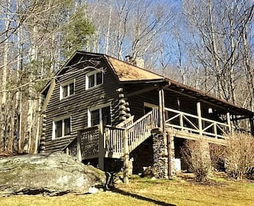 The top 20 hendersonville vacation cabin rentals airbnb for Cabins near hendersonville nc