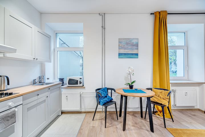 Modern small flat next to station +free parking