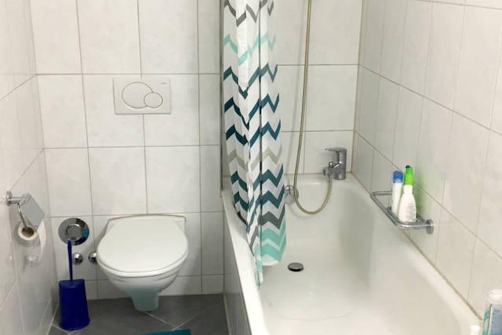 spotless white bath