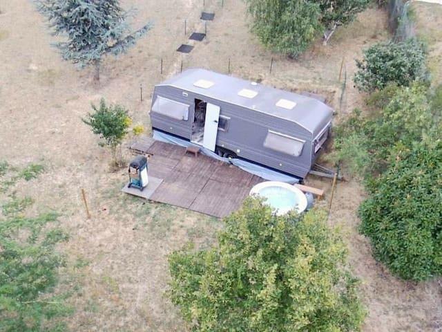 Caravane avec spa avec vue 180° sur les Pyrénées