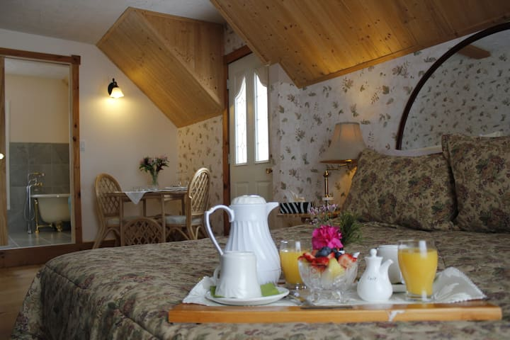 Le Soleil Levant - North Hatley - Bed & Breakfast