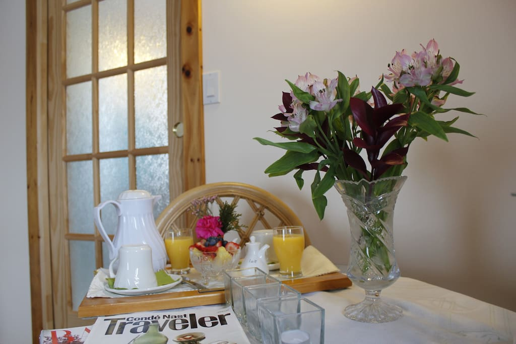 A lovely place to read, eat and work. Fresh flowers in the room.