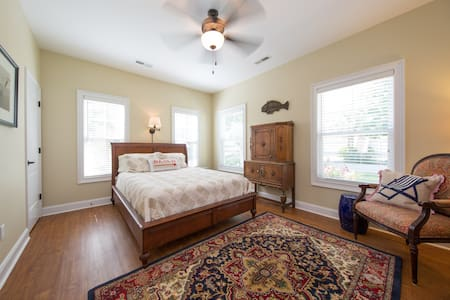 Lowcountry Cottage: Private Master Suite - Murrells Inlet