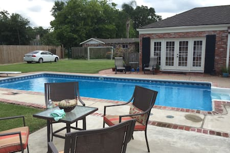 Majestic Home with Pool-117 Pithon
