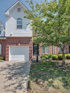 3BR Gated Nashville Townhouse - Casa