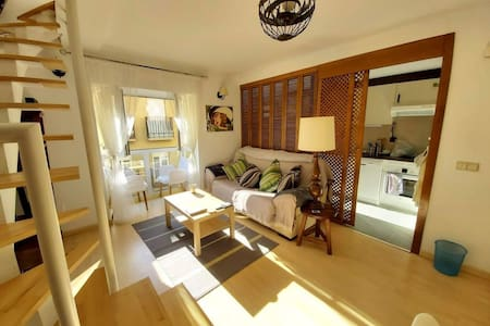 Spacious, Sunny Apartment in Historic Centre