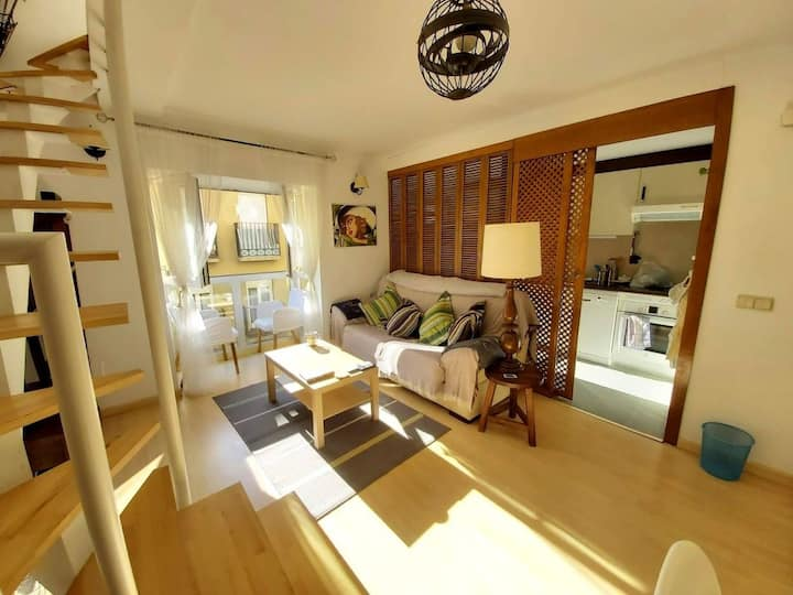 Bright & Sunny Apartment in Historic Centre