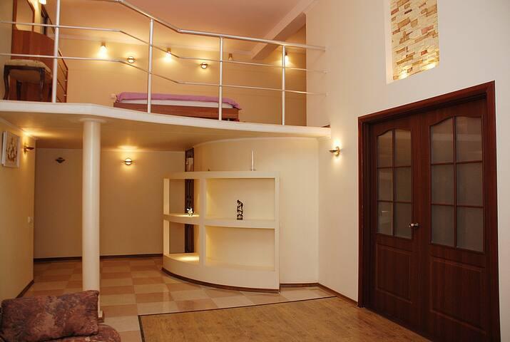 Apartment on Lva Tolstogo sq.