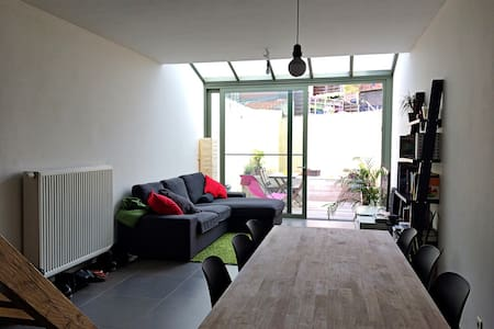 Clean duplex in beautiful house - Gent - Haus