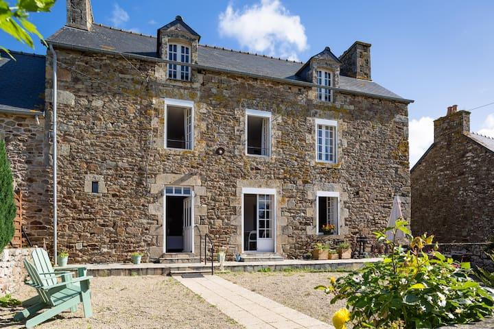 Maison de campagne en pierre entre terre et mer - Pluduno - House