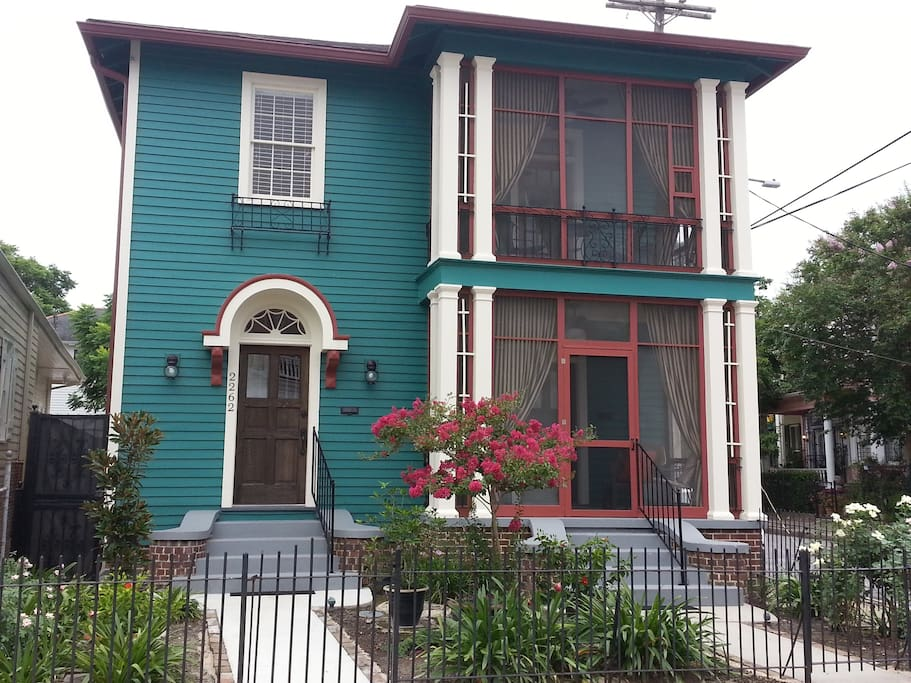 500 Feet To St Charles Streetcar 2 Bedroom Apartments For Rent In New Or