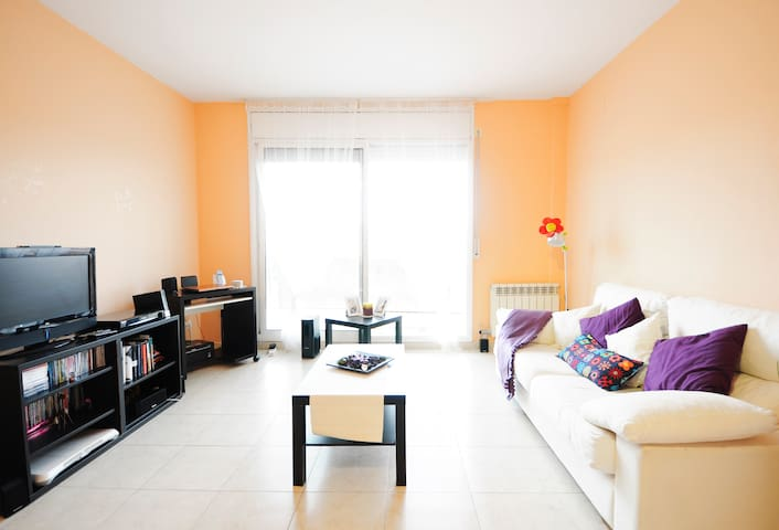 SmaLL RooM NeaR  BaRcELoNa