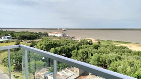 Moderno departamento con vista al Río Paraná.