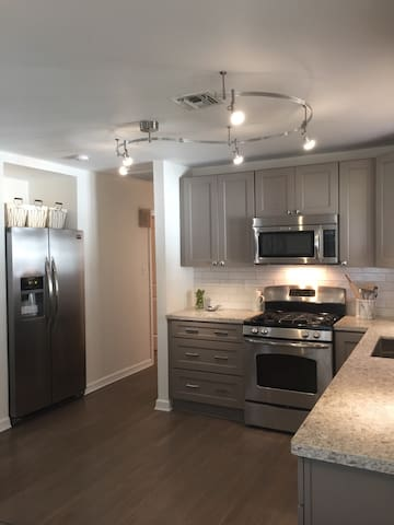Beautiful Demand Area 3BR Renovated - Metairie, New Orleans  - Dům