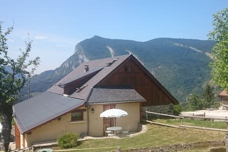 CHARTREUSE : Convivial house with view