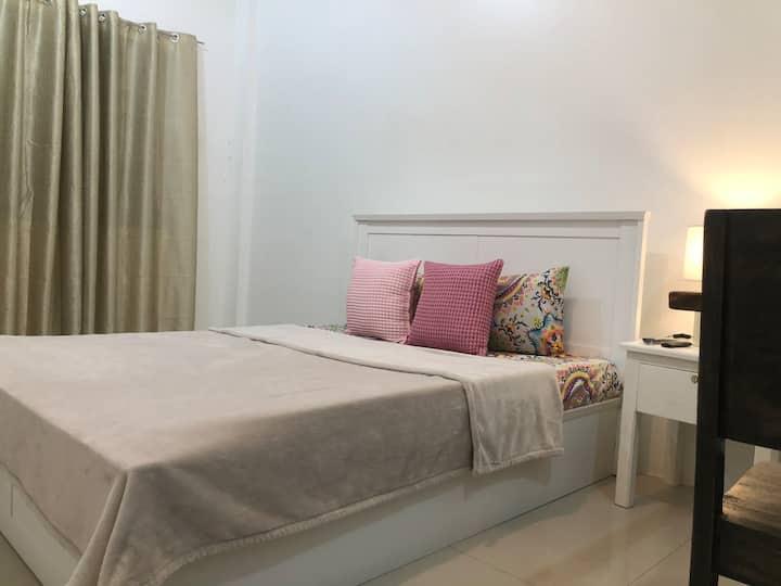 Rm2-Queen Bed Sto. Niño Residences