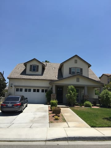 Room For Rent: 8 Min From LLU! - Loma Linda - Casa