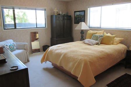 Summerland Retreat: 3 Room Suite! - Ház