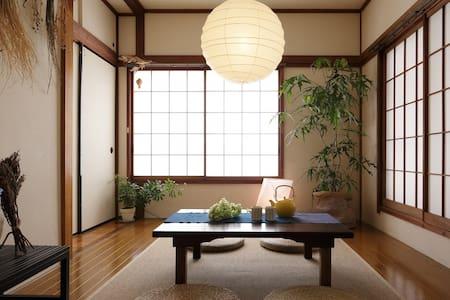 """IKEBUKURO Japanese """"Mingei"""" room"""