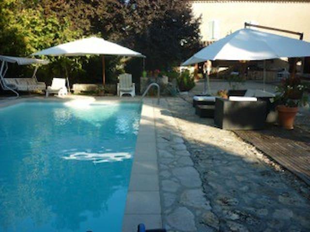 Studio pour 3 avec piscine - Sarrant - Dům