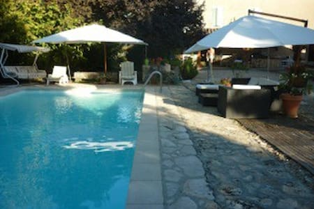 Studio pour 3 avec piscine - Sarrant - Hus