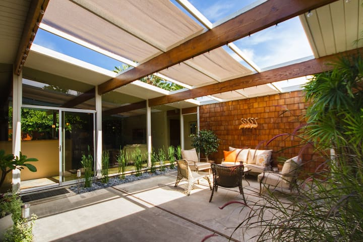Mid-Century Modern, Unique Home - オレンジ - 一軒家