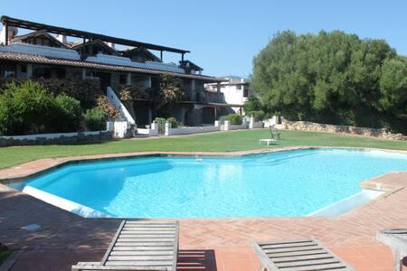 Appartamento Nel Verde con Piscina, Costa Smeralda - Cugnana Verde - Apartment
