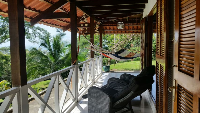 SPECTACULAR OCEANVIEW TREEHOUSE - GARDEN WALK OUT - Esterillos Oeste - Boomhut