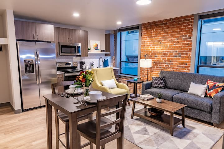 A Notable 1 Bed Travel Apartment Near Bing Crosby Theater