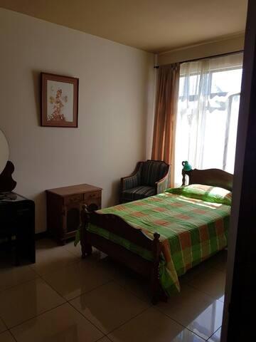 Cómoda y acogedora habitación doble - Curridabat - Bed & Breakfast