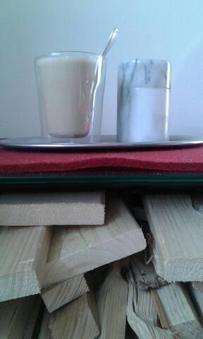 Hell ruhig sauber & grüner Balkon - München - Bed & Breakfast