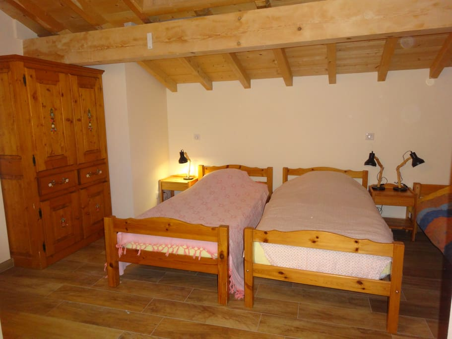 Chambre dans les combles, 3 lits simples