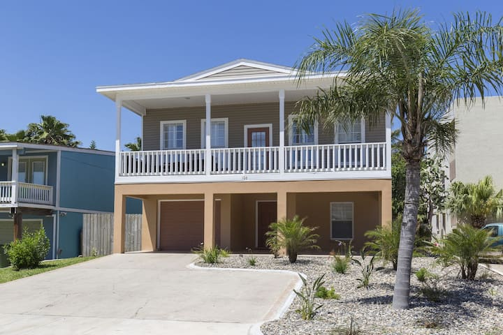 Renovated 2019! Private Heated Pool & Hot Tub! 1/2 block to beach