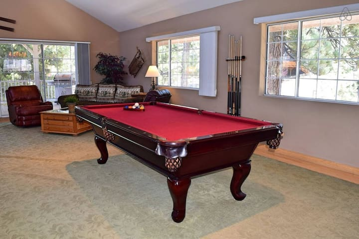 Eden at the Lake: Luxury! Hot Tub! Pool Table!
