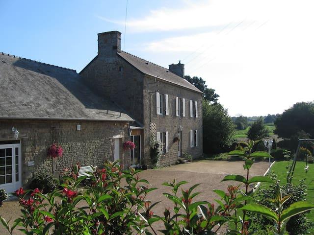 Chambres d'hôtes au Presbytère de Vieuvy (Rose)