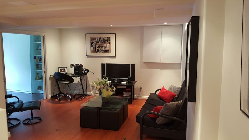 Newly Renovated, Cozy Space For Rent - Ajax - Huis