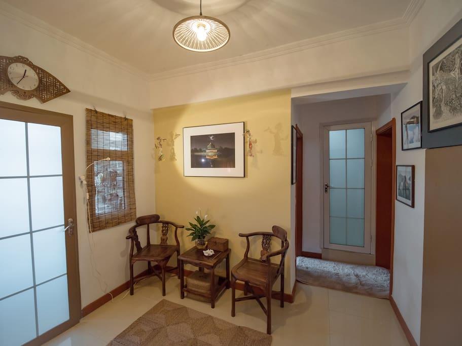 一进门就能看到的客厅。这里适合吃早餐,喝茶聊天等