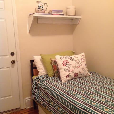 Cozy Room in Bushwick Home