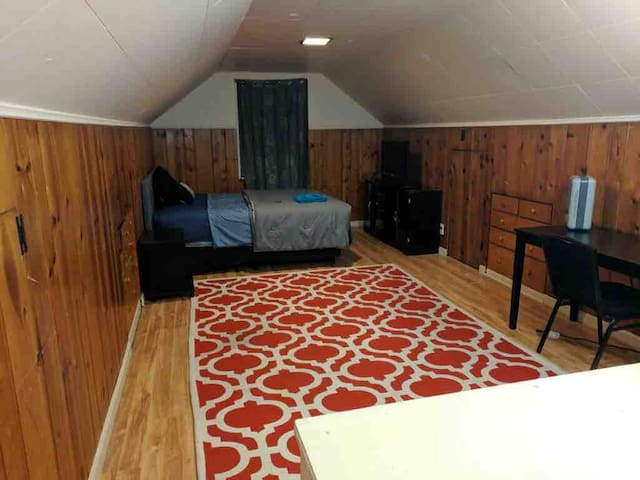 Large Cozy Room in Grosebeck/Colerain