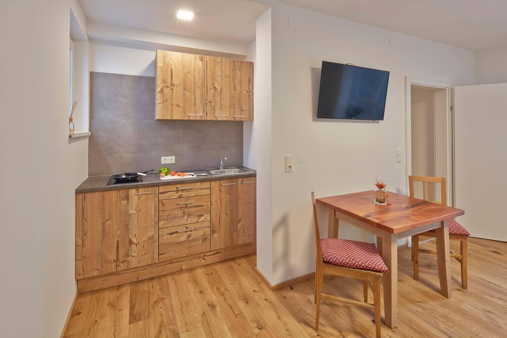 Küche und Schlafzimmer in einem Raum