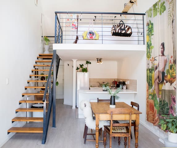 Quirky apartment off Kloof Street