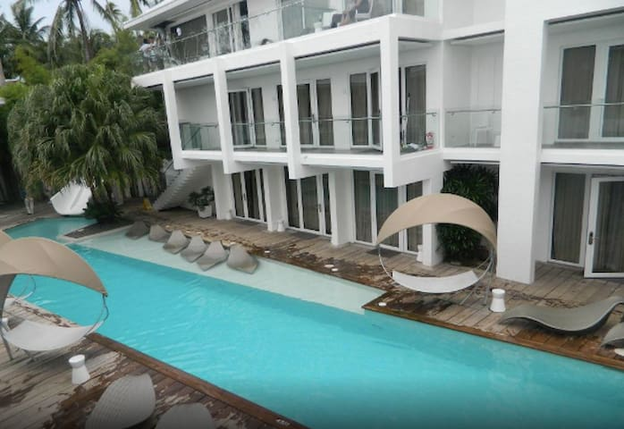 Boracay Astoria Beachfront for 4 pax - Accredited