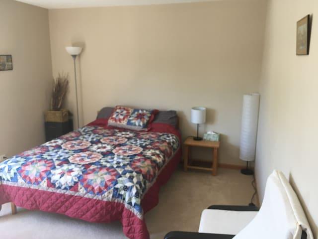 Quiet & Comf. private room/bath for Professional
