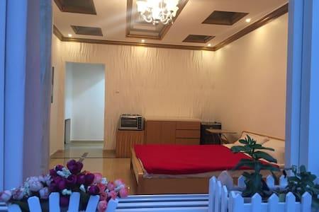 1 bed villa & garden 25mins from Dubai Airport. - Dubai - Haus