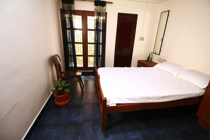 Ividam- cosy double room in Trivandrum city