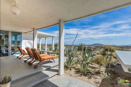 Magical Mid-Century in the High Desert - Yucca Valley - Ház