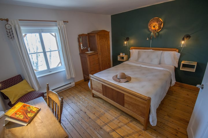 Gîte - Chambre lit Queen & salle de bain privée