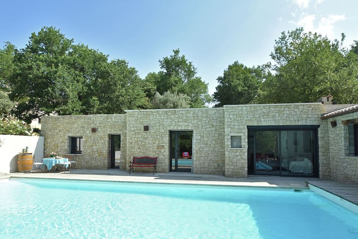 Luxurious Villa in Malaucène with Private Swimming Pool