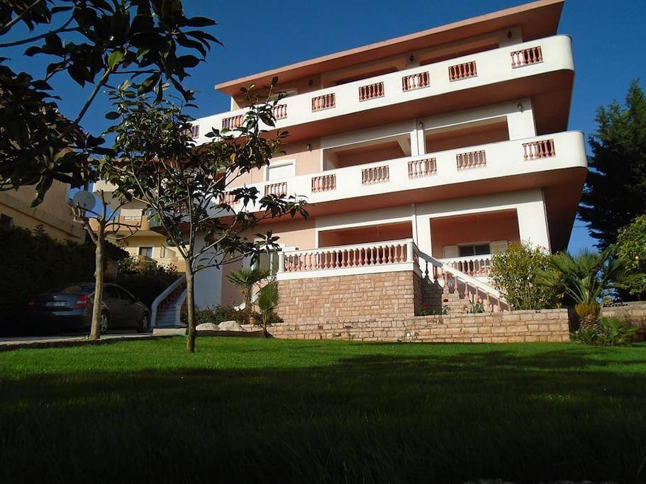 Viktor 39 s apartments ksamil appartamenti in affitto a for Tre piani di casa camera da letto ranch